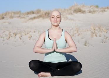 63 % des Français pensent que le yoga, l'hypnose ou la sophrologie sont un plus pour les personnes atteintes d'un cancer.
