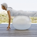 Les personnes âgées qui pratiquent une activité sportive consommeraient moins de médicaments.