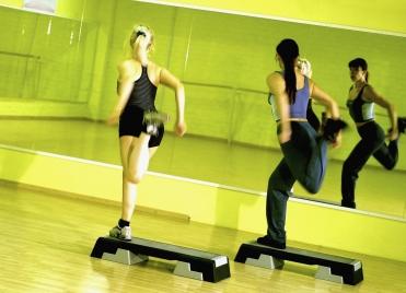 Le step fait travailler les muscles mais aussi la coordination