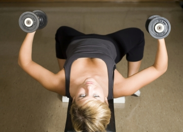 Différents types d'exercices existent pour raffermir sa poitrine.
