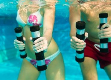Pas besoin d'avoir de connaissances particulières en arts martiaux pour pratiquer l'aquaboxing !