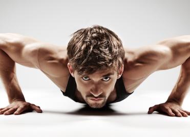 Pour gagner en masse musculaire, deux conseils : manger davantage et intensifier ses entraînements.